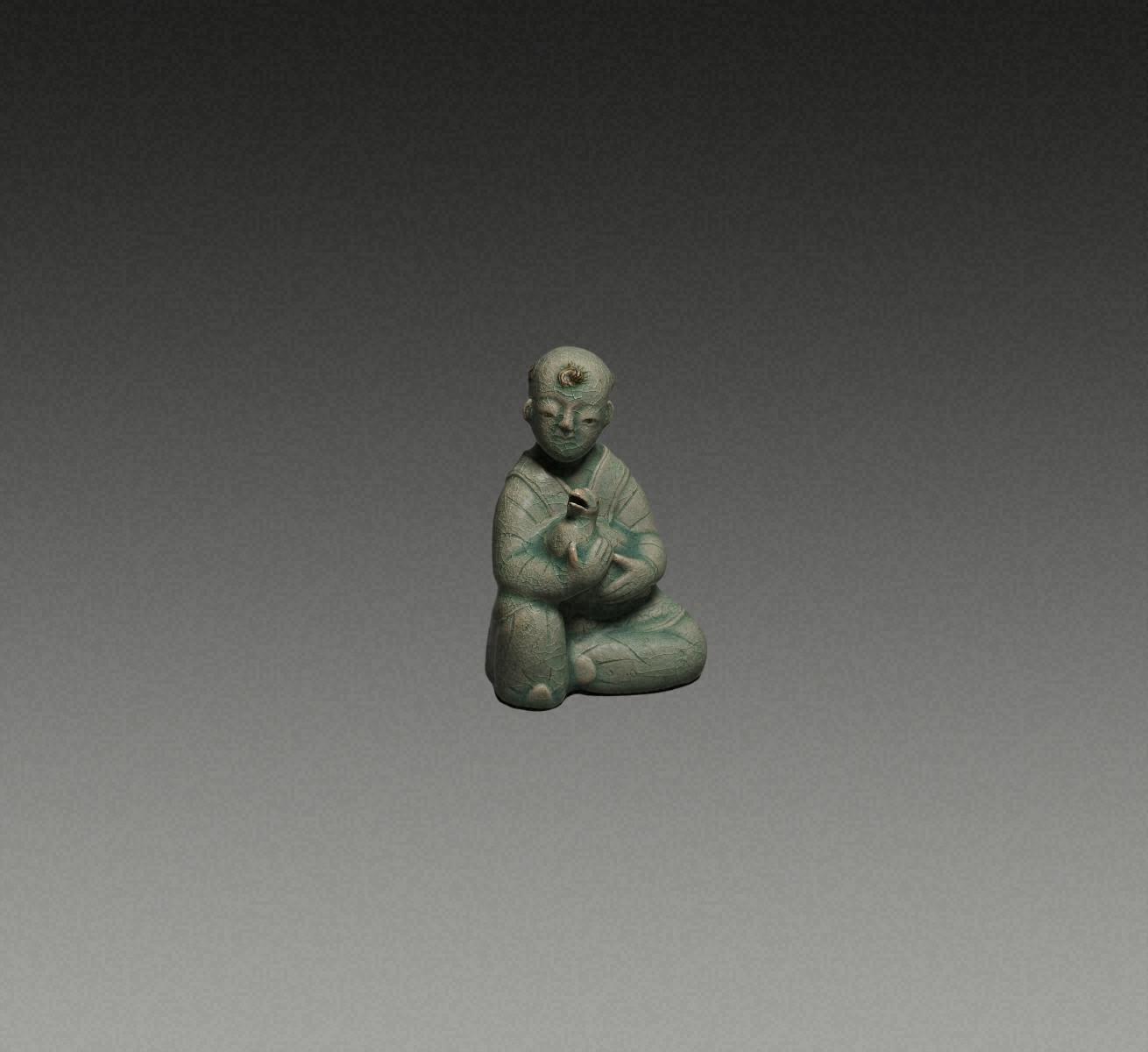 青瓷雕刻  童子形硯滴