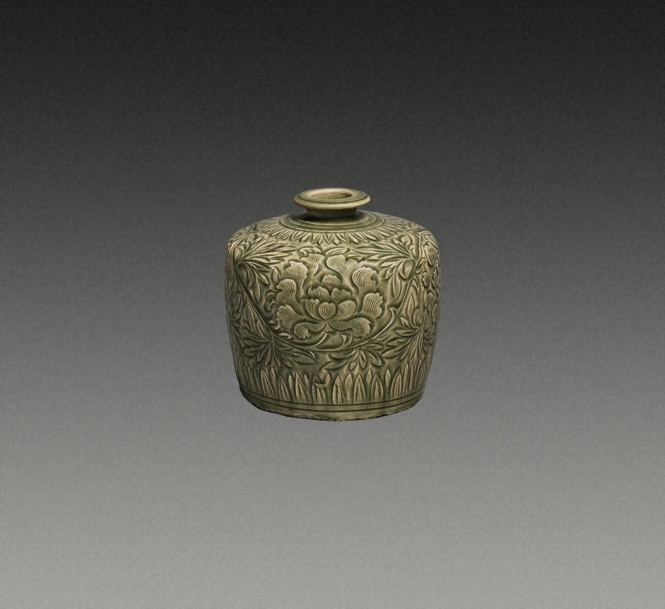 青瓷刻花 牡丹卷草纹 瓶