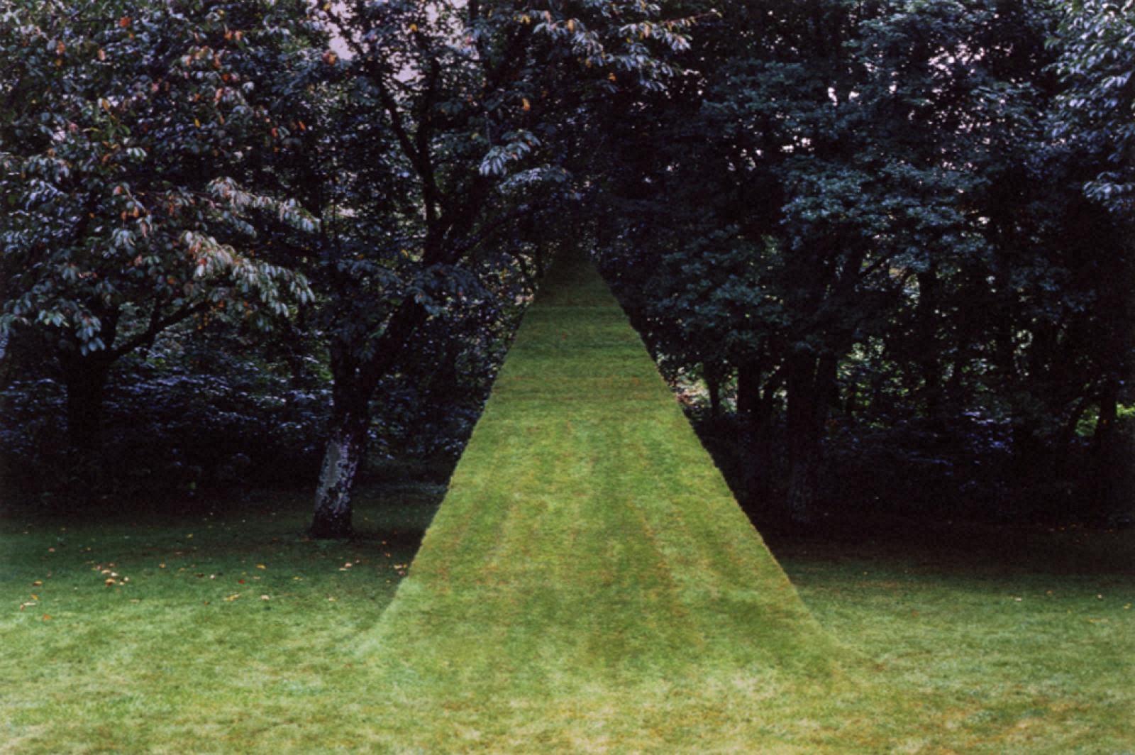 歩く、飛ぶ/北海道立帯広美術館、2002年