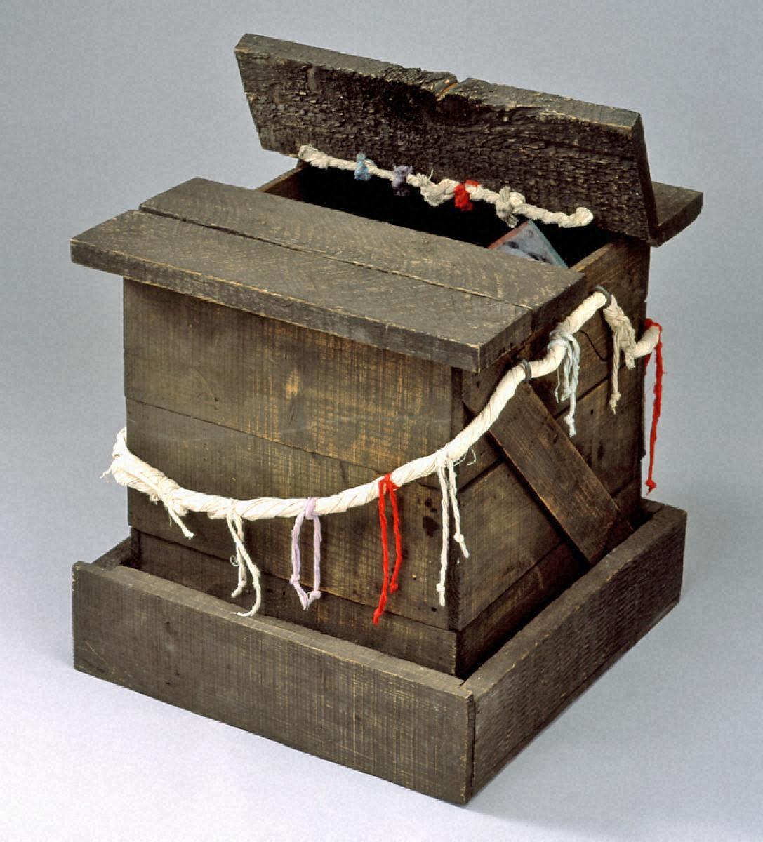 神の宿る箱