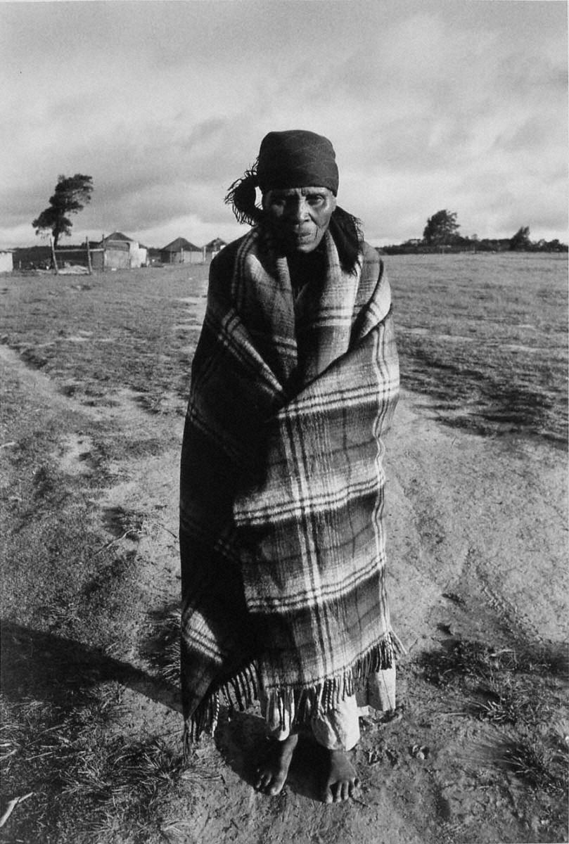 戦場から人間へ―長倉洋海18年の軌跡 村の老女