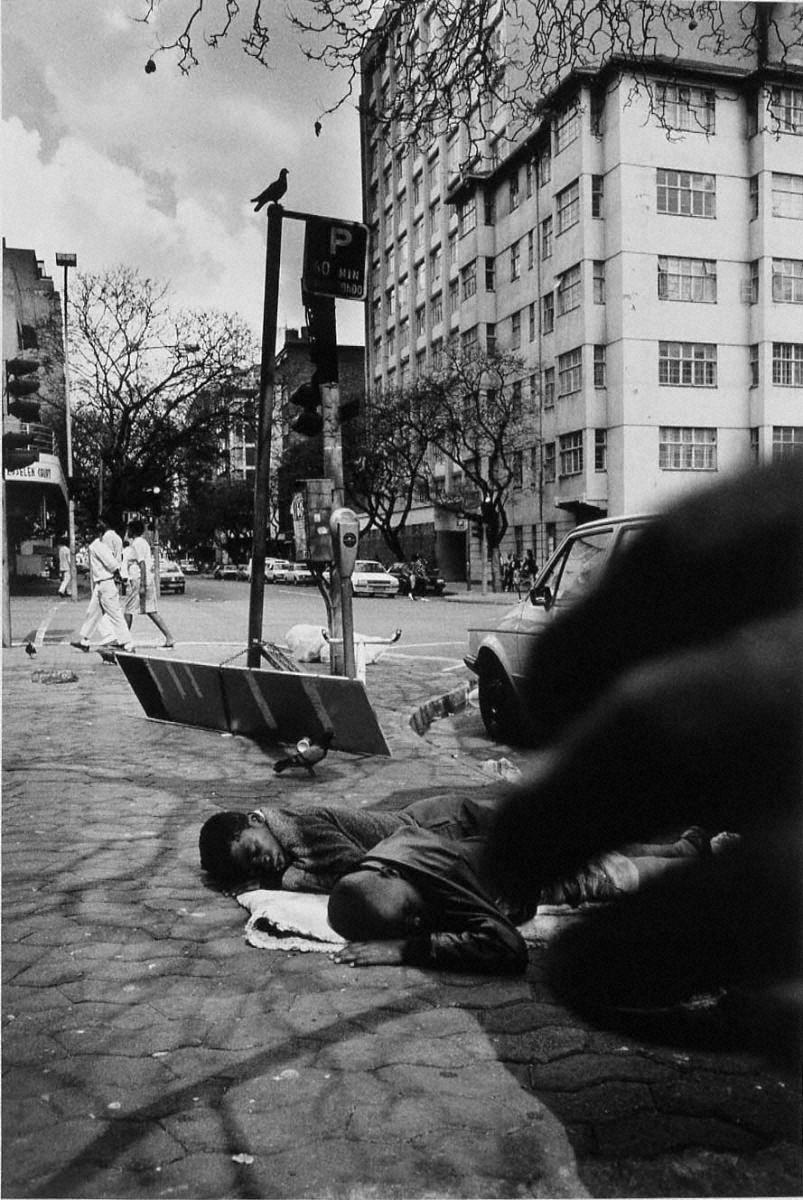 戦場から人間へ―長倉洋海18年の軌跡 路上で眠る子供たち