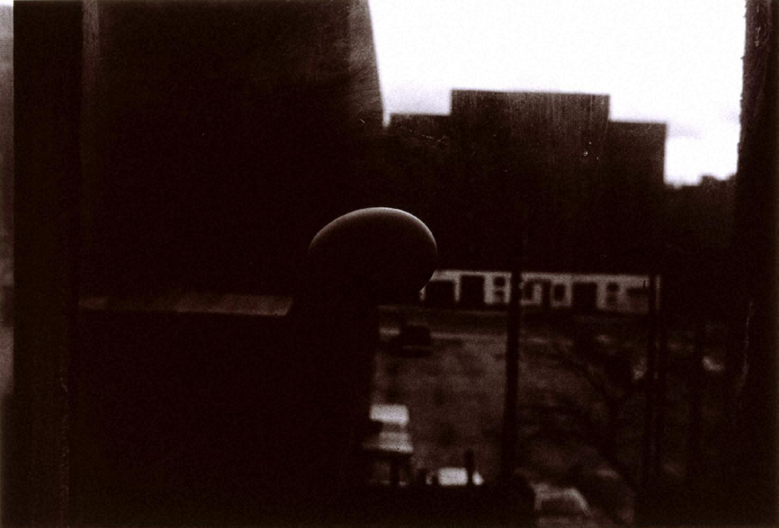 [Jun SHIRAOKA Photographs 1970-1998]米国、ニュ-ヨ-ク市(46丁目西446、アパート8号、ニューヨーク市)、1974年3月