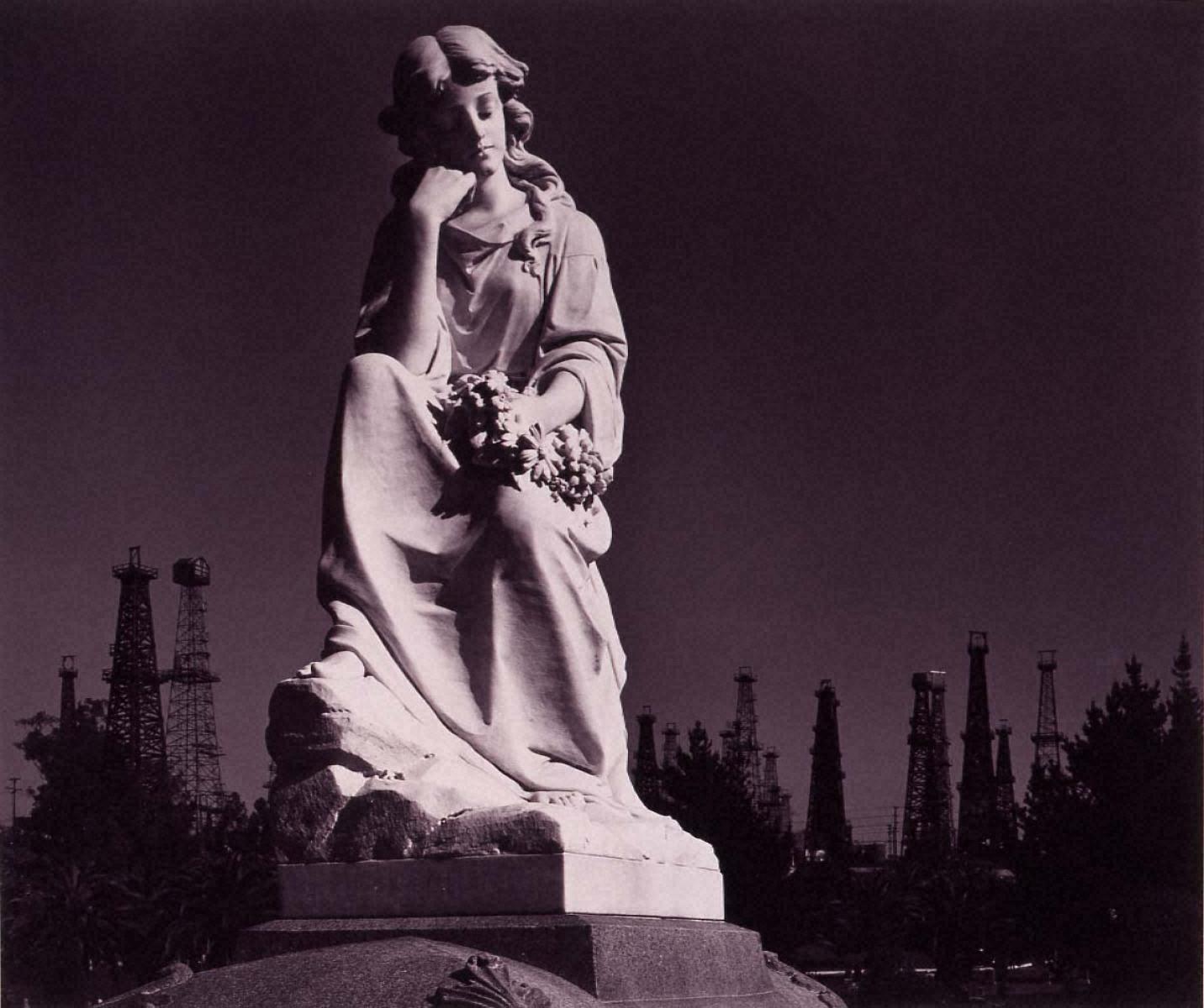 ポートフォリオⅦ: 墓地の彫像と油井