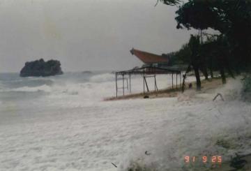 台風の襲来(47108.jpg)