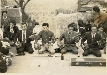 大次門中墓での集まり(47267.jpg)