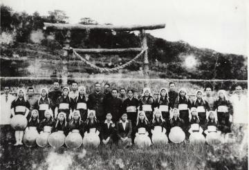 1944年 献穀田での田植え式(47936.jpg)