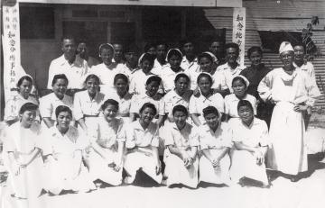 1945(昭和20)年 知念地方中央病院の関係者(47953.jpg)
