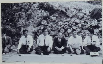 正装した男性たち(783.jpg)