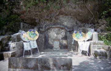 江洲里主、三女祝女の墓(9463.jpg)