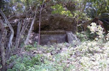 八幡加那志の墓(9472.jpg)